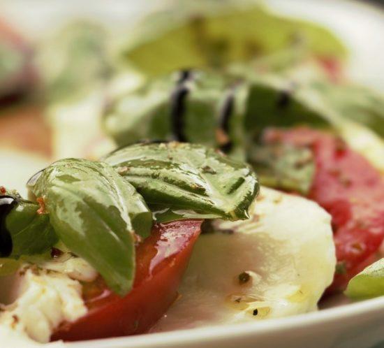 Pomodoro-e-Mozzarella-Lunch-Dinner- La Rocca Banchetti